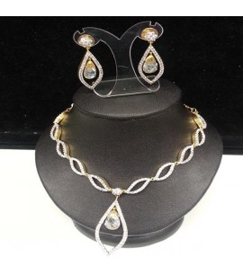 Necklace Set with Crystals